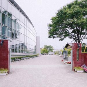 秋草学園校門の風景
